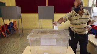 سكان جمهورية شمال قبرص يدلون بأصواتهم