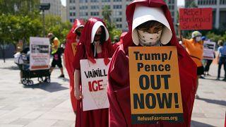 صورة من الاحتجاجات النسائية في واشنطن ضد ترامب