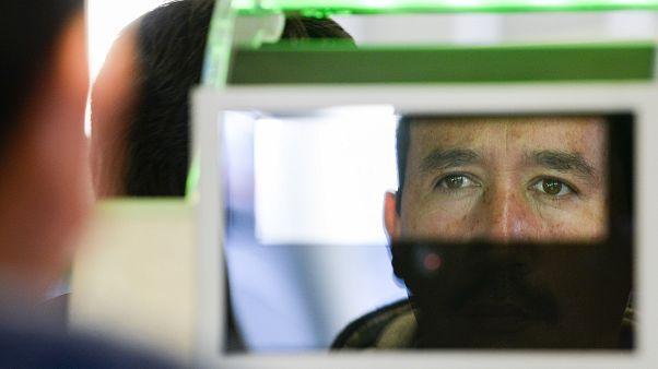Sınır kontrollerinde yüz tanımlaması yapılan bir kişi, arşiv