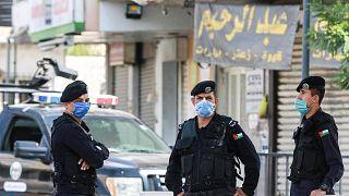 عناصر من الشرطة الأردنية في أحد شوارع عمان