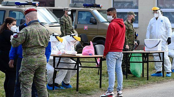 Covid-teszt a katonák segítségével Szlovákiában