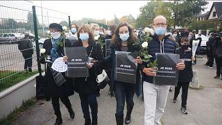 """""""Je suis prof"""" : des milliers de Français rendent hommage à Samuel Paty, l'enseignant assassiné"""