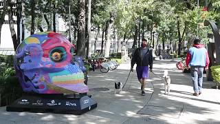 Exhibition of a colored skull sulpture in Mexico City