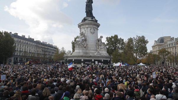 La manifestacón pacífica de este domingo 18 de octubre en la Plaza de la República para honrar la memoria del profesor Paty y condenar el terrorismo. París, Francia.