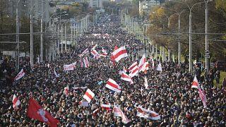 Decenas de miles se reunieron en Minsk una vez más este domingo 18 de octubre para exigir la dimisión del líder autoritario bielorruso.
