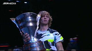 Андрей Рублев с чемпионским кубком турнира в Петербурге