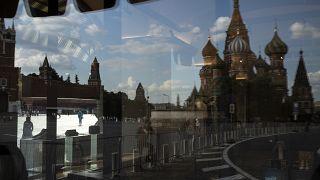 Rusya'nın başkenti Moskova'da Kızıl meydan ve Aziz Vasil Katedrali