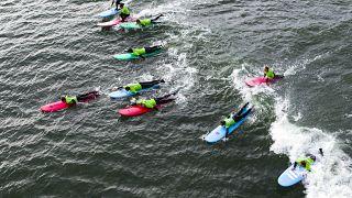 Surfer in der kalten Nordsee