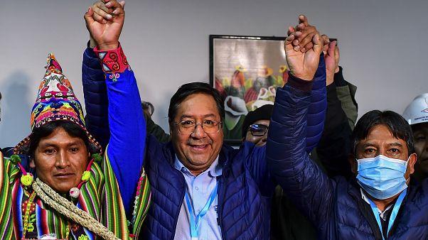 Bolivya'da düzenlenen genel seçimleri Sosyalizm Hareketi Partisi adayı Luis Arce Catocora kazandı.