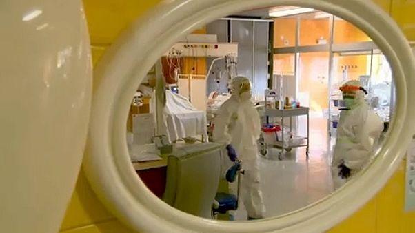 Ein Krankenhaus mit Covid-19-Patienten