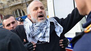 إيقاف عبد الحكيم صفريوي خلال مظاهرة غير مرخص فيها في باريس, 2012/12/29