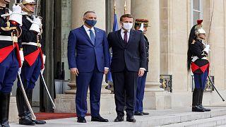 الرئيس الفرنسي إيمانويل ماكرون يستقبل رئيس الوزراء العراقي مصطفى الكاظمي