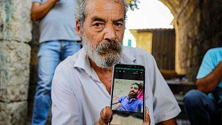 Settembre 2020, Tripoli, Libano: Khaldoun Mohammad, 54 anni, libanese, mostra una foto del figlio, Mohammad Mohammad, scomparso in mare mentre cercava di arrivare a Cipro