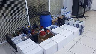 Foça'da düzenlenen operasyonda 198 litre etil alkol ele geçirildi.