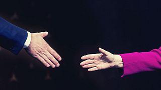 دست دادن زن و مرد