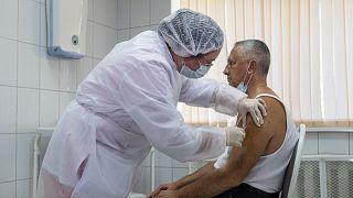 Скоро в России могут появиться еще две вакцины от коронавируса