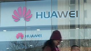 Svédország nemet mondott a Huaweire, Budapesten most nyitottak kutatási központot