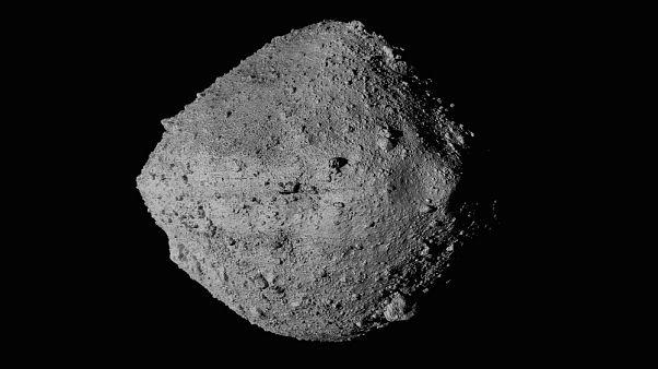 L'asteroide Bennu visto dalla sonda OSIRIS-REx