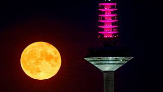 کره ماه و برج مخابراتی-تلویزیونی فرانکفورت