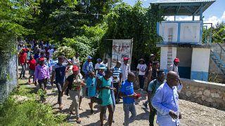 Mario Joseph, Anwalt für die Cholera-Opfer auf Haiti leitet einen Demonstrationszug zum einstigen UN-Lager in Mirebalais, 19.10.2020