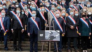یک دقیقه سکوت در فرانسه به احترام معلمی که سر بریده شد