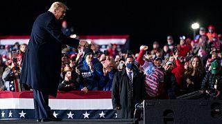 ترامب يتجول في أمريكا للحشد وأوباما يعقد تجمعاً لدعم نائبه السابق