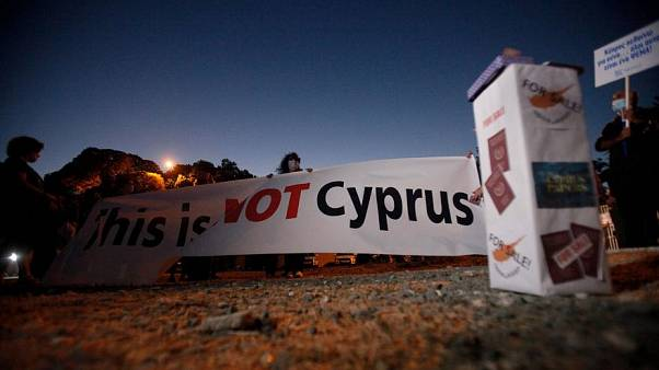 احتجاجات ضد الفساد المرتبط ببرامج بيع جوازات  السفر الذهبية في قبرص