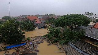 Decenas de muertos y graves daños materiales por inundaciones en Vietnam