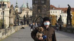 Bucarest se confina y la República Checa estrena restricciones