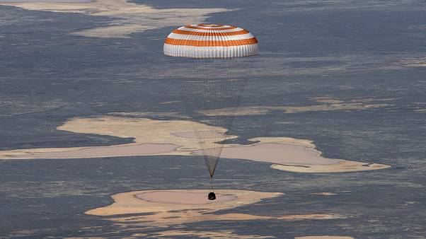Soyuz MS-15 ile dünyaya dönen mürettebat paraşütle iniş yaptı