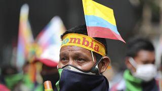 Őslakosok kormányellenes tüntetése Kolumbiában