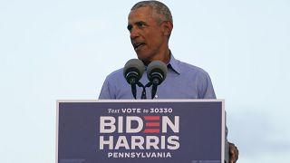 الرئيس الأمريكي السابق باراك أوباما يخاطب أنصار بايدن -هاريس خلال تجمع في فيلادلفيا ، بنسلفانيا.