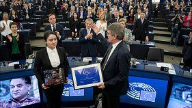 Jewher Ilham recibe el Premio Sakharov 2019 en nombre de su padre Ilham Tohti