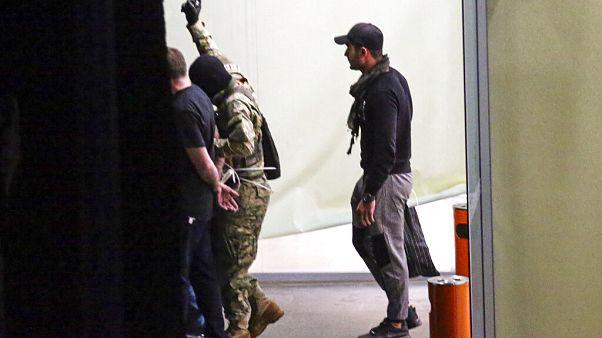 Bankrablási kísérlet Grúziában, 43 túszt sikerült kiszabadítani