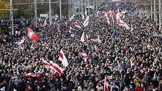 متظاهرون في مينسك عاصمة بيلاروس احتجاجا على نتائج الانتخابات الرئاسية. 2020/10/18
