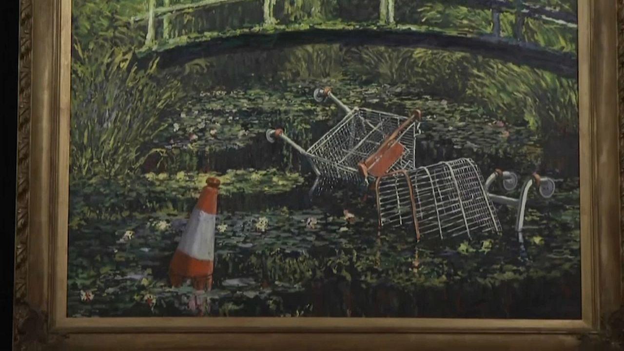 """El """"Monet contaminado"""" de Banksy es subastado por más de 8 millones de euros"""