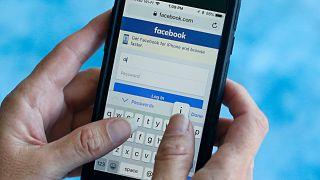 صفحة بدء تشغيل تطبيق فيسبوك على الهاتف الذكي