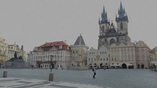 Pillanatfelvétel a kihalt prágai belvárosról