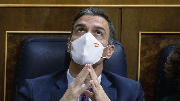 Pedro Sánchez mira al techo del Congreso durante la moción de censura