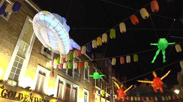 Вечерний Лондон украсили китайские фонарики