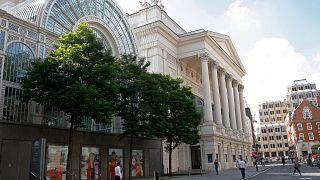 Hockney-Gemälde versteigert: 14,2 Mio. Euro für Opernhaus