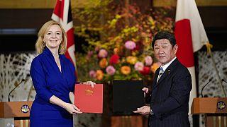 Brexit sonrası İngiltere yıllık 20 milyar dolarlık ticaret yaptığı Japonya ile yeni gümrük tarifeleri üzerinde anlaşmaya vardı.