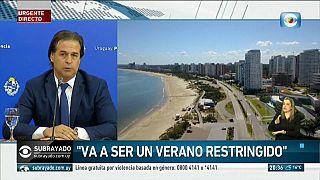 El presidente uruguayo, Luis Lacalle Pou, anuncia que las fronteras seguirán cerradas