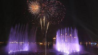 إطلاق الألعاب النارية فوق نافورة النخلة في دبي، وهي الأكبر في العالم وفق سجل غينس العالمي للأرقام القياسية. 2020/10/22