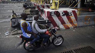 Beschädigte Mautstation in Lagos