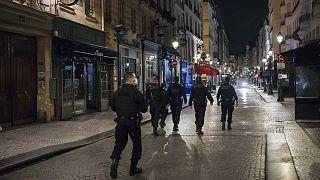 Pattuglia notturna per le strade di Parigi durante il coprifuoco, ottobre 2020
