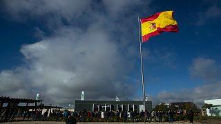 تجمع أمام نصب تذكاري لضحايا فيروس كورونا في مدريد ، إسبانيا ، الجمعة 23 أكتوبر 2020