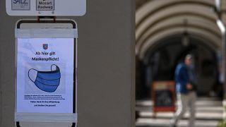 لافتة تدعو لوضع الكمامة في ألمانيا