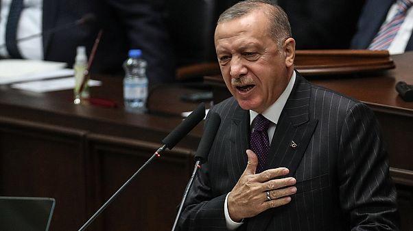 الرئيس التركي رجب طيب أردوغان يلقي كلمة أمام اجتماع حزبه لحزب العدالة والتنمية في الجمعية الوطنية التركية الكبرى في أنقرة، تركيا، 14 أكتوبر 2020