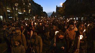 Rund 10.000 Demonstrierende zogen durch Budapest, um für die Autonomie der Theater-Uni einzutreten